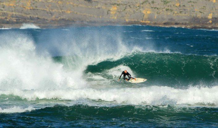 Surfeando la ola de Mundaka